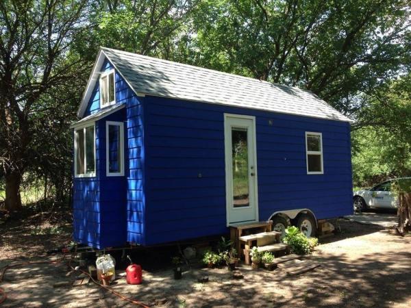 tiny-blue-house-001