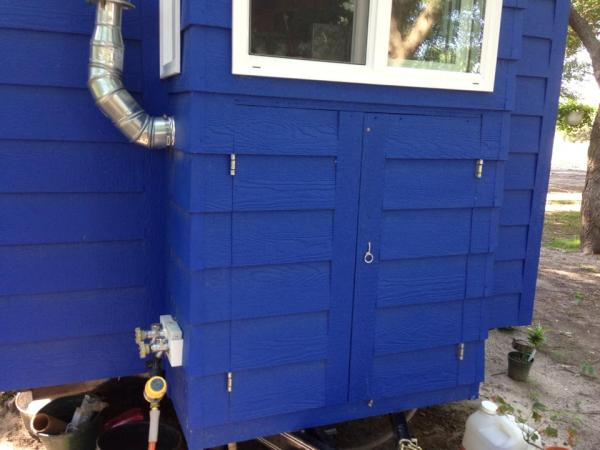 tiny-blue-house-007