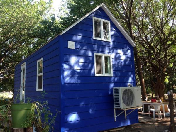 tiny-blue-house-008
