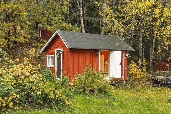 tiny-farm-cottage-bath-house-01