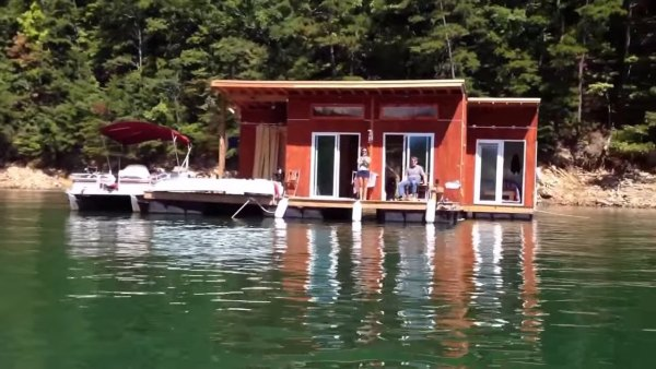 tiny-floating-cabin-fontana-lake-009