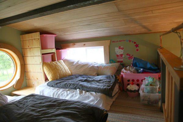 tiny-house-family-of-4-016