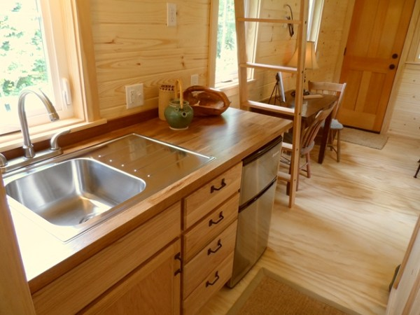 tiny-house-on-wheels-by-oregon-cottage-company-16