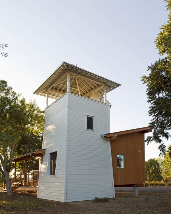 tiny-lighthouse-cabin-butler-armsden-architects-yolo-county-cabin-001