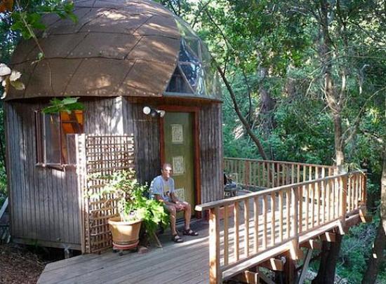 tiny-mushroom-dome-cabin