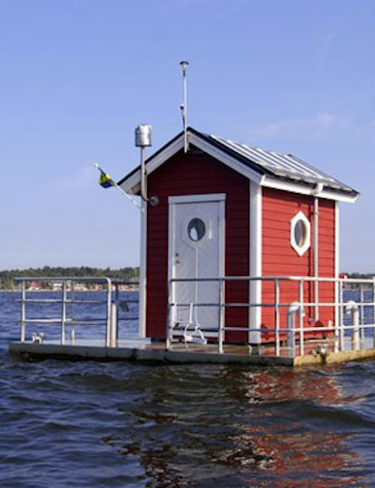 Tiny Under Water House in Sweden - Utter Inn