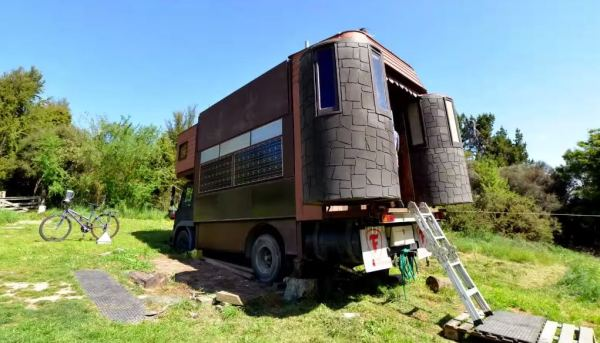 transforming-castle-house-truck-03