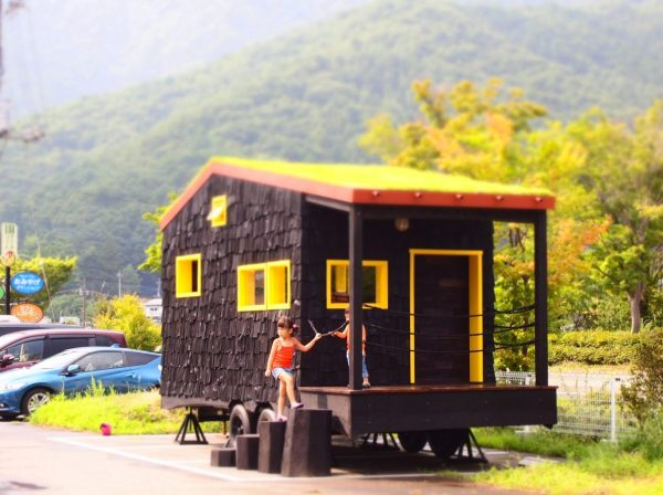 tree-heads-&-co-mobile-coffee-shop-green-roof-tiny-shop-002