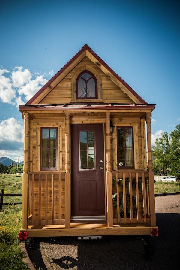 tumbleweed-elm-18-overlook-117-sq-ft-tiny-house-on-wheels-001