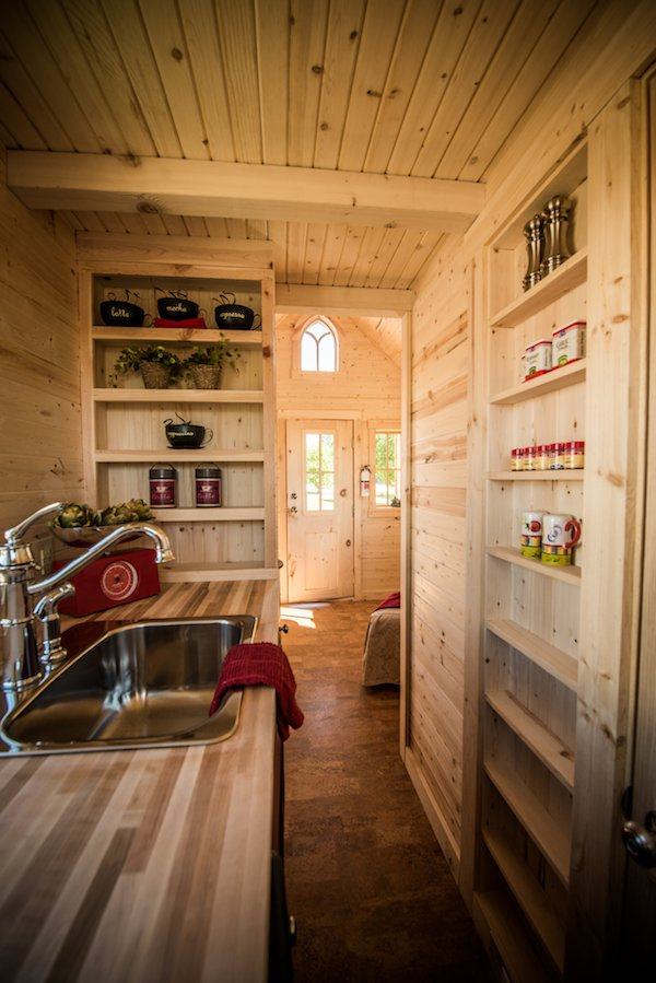 tumbleweed-elm-18-overlook-117-sq-ft-tiny-house-on-wheels-0019