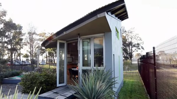 two-story-pop-up-tiny-house-001