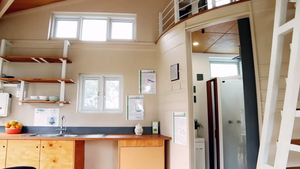 two-story-pop-up-tiny-house-004