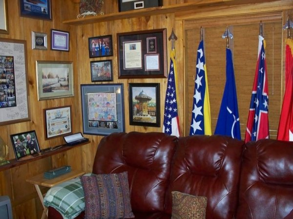 villa-big-retired-army-generals-tiny-cabin-office-get-away-0015