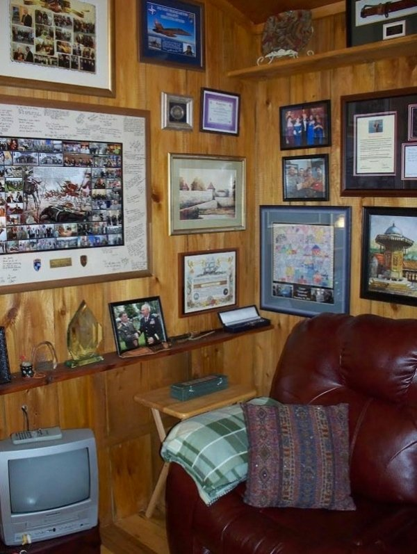villa-big-retired-army-generals-tiny-cabin-office-get-away-0017