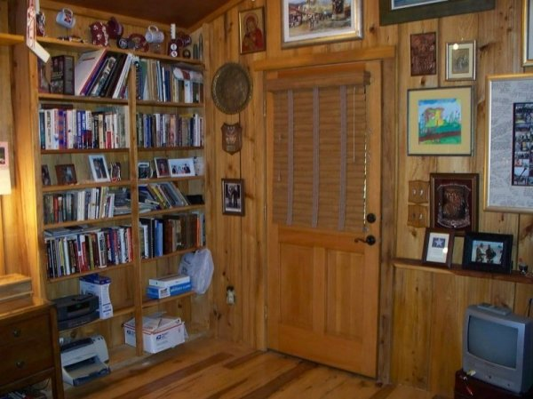 villa-big-retired-army-generals-tiny-cabin-office-get-away-0019