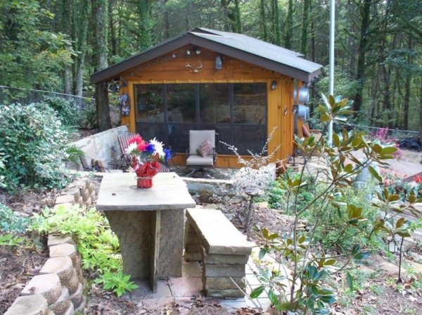 villa-big-retired-army-generals-tiny-cabin-office-get-away-0048