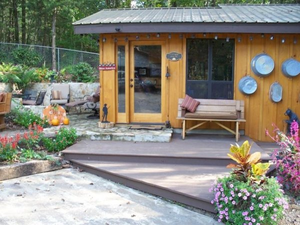 villa-big-retired-army-generals-tiny-cabin-office-get-away-007