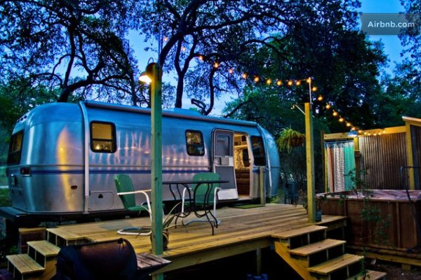 vintage-airstream-tiny-house-with-deck-conversion-001