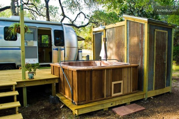 vintage-airstream-tiny-house-with-deck-conversion-018