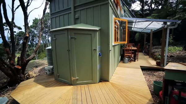 woman-solar-offgrid-tiny-home-003