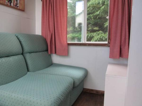 wwoof-gypsy-caravan-tiny-house-004