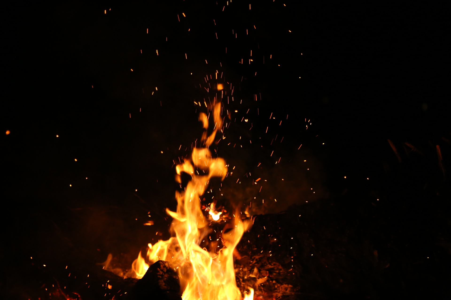 Night fire burning sparks