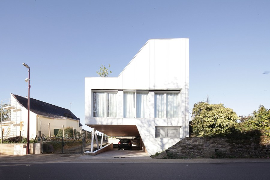 Flying Box House by 2A Design