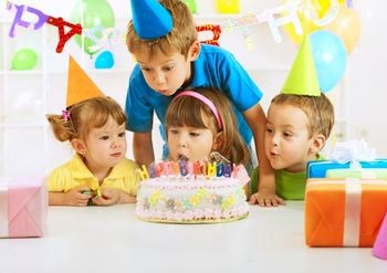 Image of a kid birthday party.
