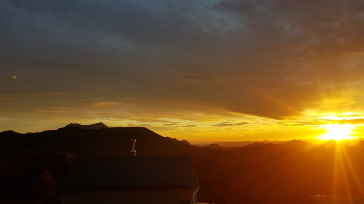 Sunrise at Mount Fell hut - Tinytramper