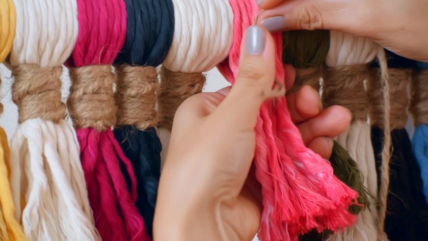 Macrame using the fiber emballage technique