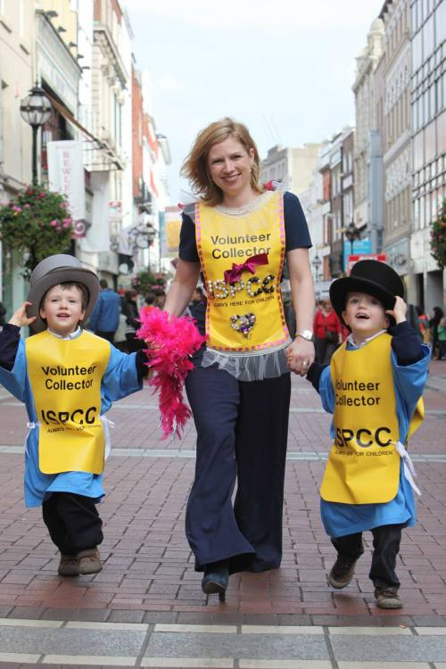 stylist Sonya Lennon donned a 'blinged' ISPCC volunteer bib to help launch the ISPCC's 'Get Your Bib On' recruitment drive