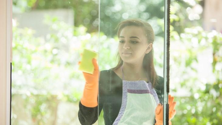 大掃除の窓拭きを簡単に効率よく済ませるコツや注意点
