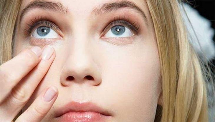 Tips Mudah Menghilangkan Kantung Mata Secara Alami 1