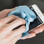 Tips Aman Membersihkan Kotoran Dan Debu Smartphone