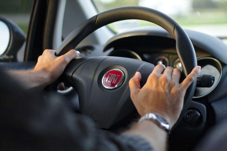 Tips Jitu Tetap Fokus Saat Mengendarai Mobil
