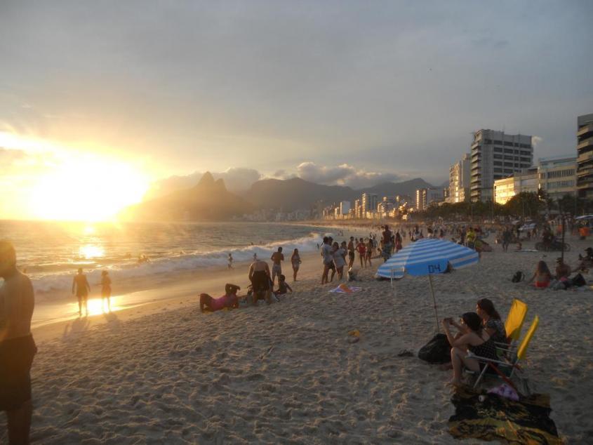 Tramonto alla spiaggia Ipanema di Rio de Janeiro