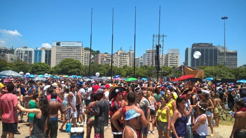 Folla per il Carnevale di Rio de Janeiro nel quartiere di Lapa