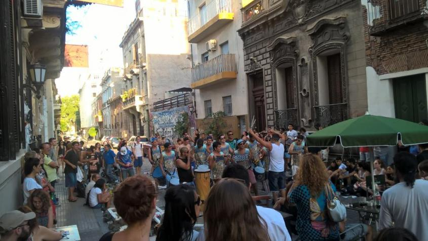 Street-Band al Mercato d'Antiquariato di San Telmo a Buenos Aires