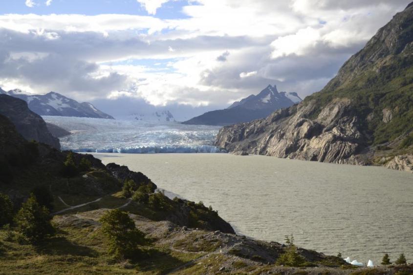 """Ghiacciaio e lago Grey al trekking """"W"""" nel Parco Nazionale Torres del Paine in Cile"""
