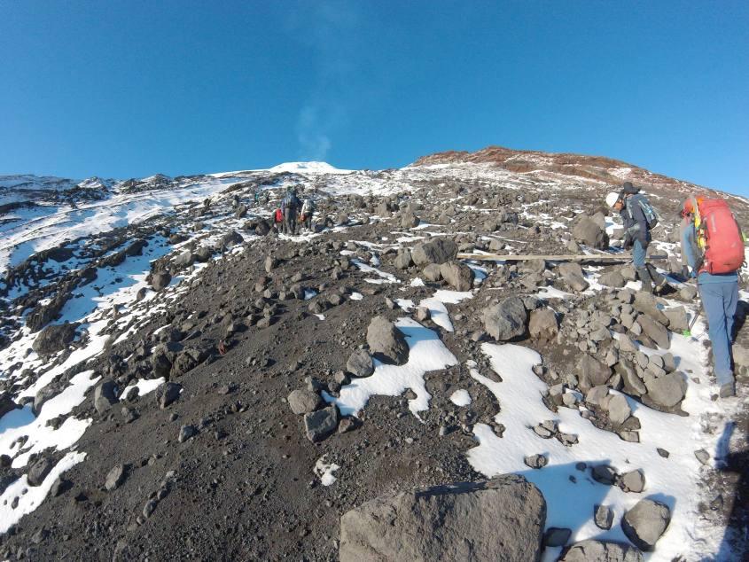 Prima parte di salita per il vulcano Villarrica di Pucon in Cile