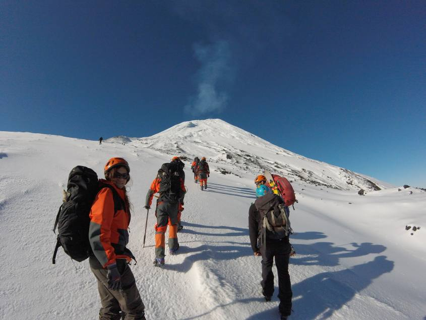 Verso il Vulcano Villarrica di Pucon in Cile sulla neve fresca