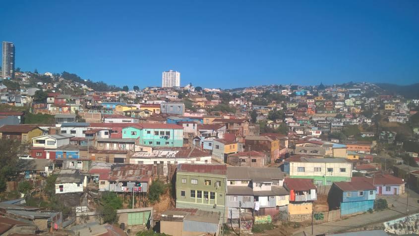 Vista sulle case colorate di Valparaiso in Cile