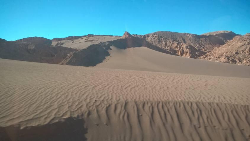 Dune di sabbia della Valle della Luna nel deserto di Atacama in Cile