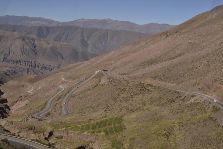 Le infinite curve della strada Cuesta de Lipán da San Pedro de Atacama a Salta