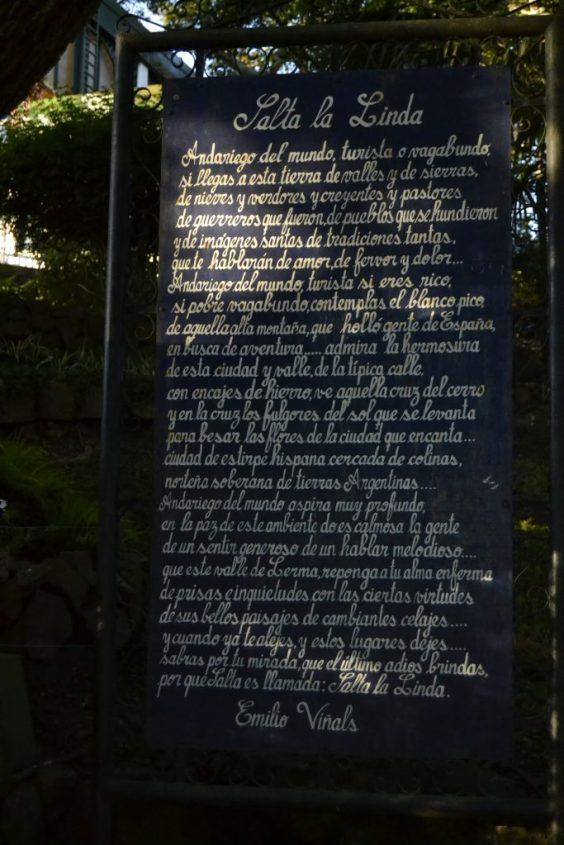 Cartello con poesia per Salta la Linda in Argentina