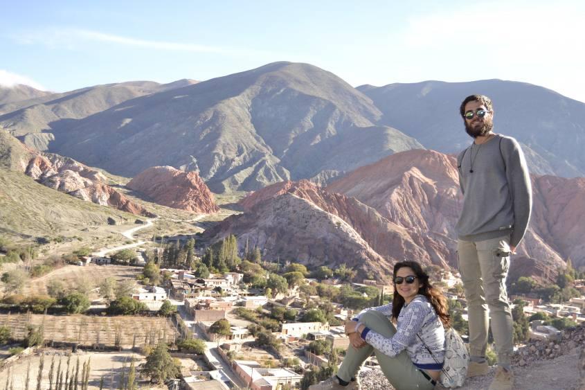 Vista completa della montagna dai sette colori di Purmamarca in Argentina dal Cerro Morado