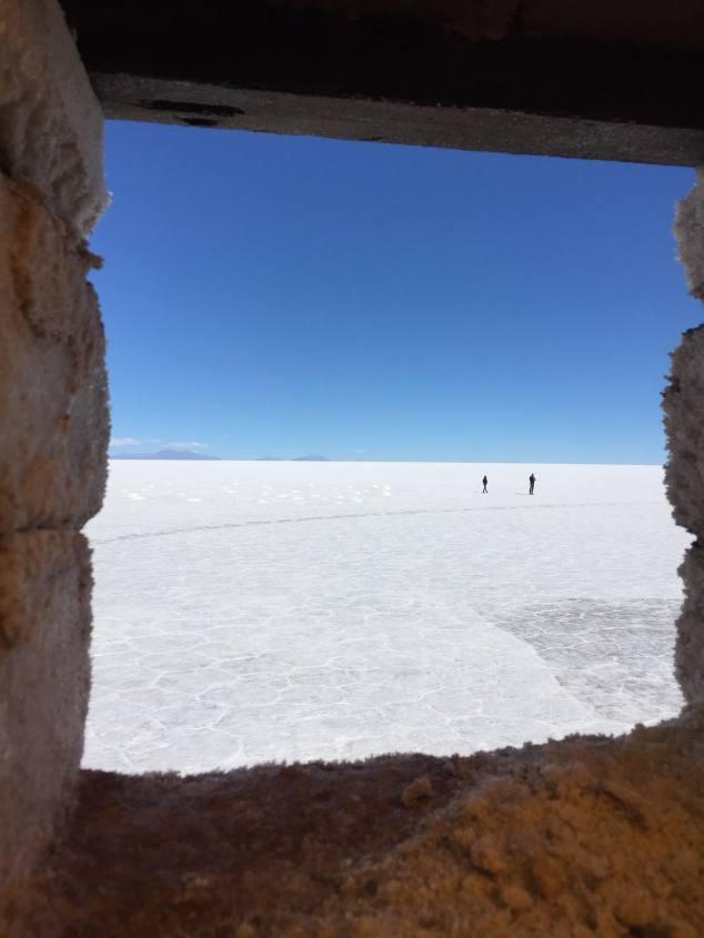 Finestra dell'Hotel di Sale all'interno del Salar di Uyuni in Bolivia