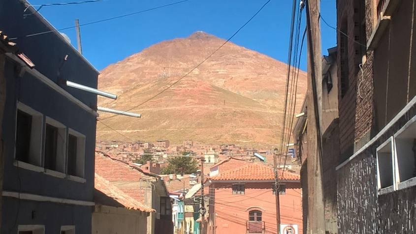 La montagna Cerro Rico dove c'è la miniera del Diablo di Potosì
