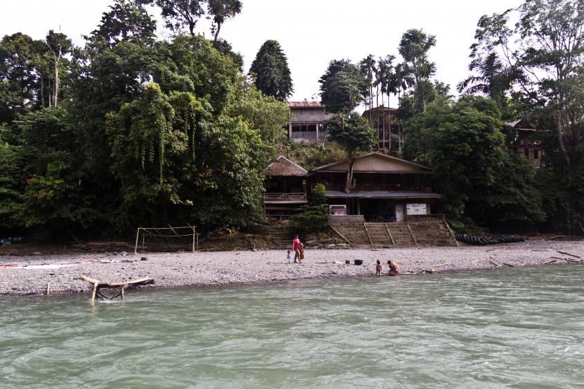 tangkahan-fiume-paesaggio-spiaggia-sumatra-indonesia