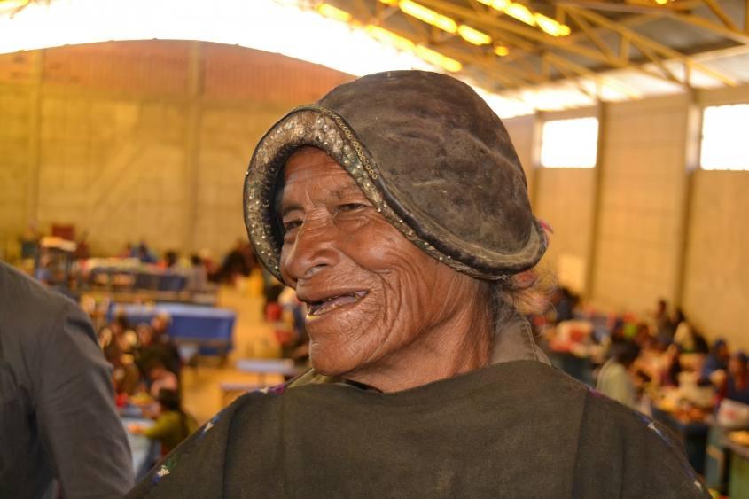 Abitante con vestito tipico di Tarabuco vicino Sucre in Bolivia